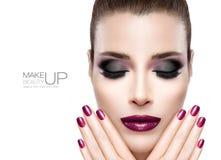 Skönhet och makeupbegrepp Festligt spika konst och sminket Royaltyfri Fotografi
