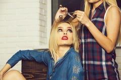 Skönhet och mode, makeup och frisyr, glamourlivsstil royaltyfria foton
