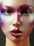 Skönhet, skönhetsmedel och makeup Blick för magiska ögon med ljust idérikt smink Royaltyfri Bild