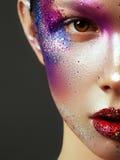 Skönhet, skönhetsmedel och makeup Blick för magiska ögon med ljust idérikt smink Fotografering för Bildbyråer