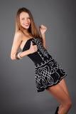 skönhet som dansing, poserar studiokvinnan Royaltyfri Foto