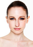 Skönhet som retuscherar teknikmakeup och skincare Royaltyfri Foto