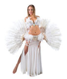 Skönhetblondin i den vita magdansösdräkten Arkivbilder