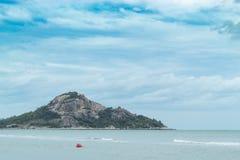 Skönheten av havet, berget och himlen Royaltyfria Foton