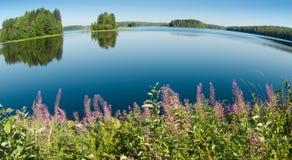 Skönheten av Karelian sjöar Arkivfoton