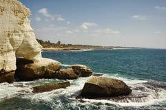 Skönheten av klipporna av Rosh mummel Nikra. Arkivbilder