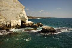 Skönheten av klipporna av Rosh mummel Nikra. Royaltyfri Bild