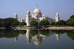 Skönheten av Victoria Memorial och dess reflexion, Kolkata royaltyfria bilder