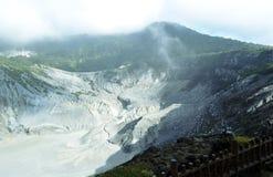 Skönheten av vulkanberget i Indonesien arkivbilder