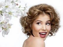 skönhetframdelen gör spegellokal upp kvinnabarn royaltyfria foton