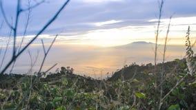Skönhethimmel från det Lawu berget Indonesien Royaltyfri Fotografi