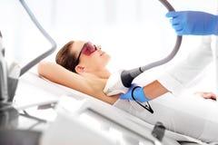 Skönhetklinik, laser-hårborttagning Royaltyfri Bild
