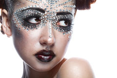 Skönhetkvinna i futuristic makeup Arkivbild