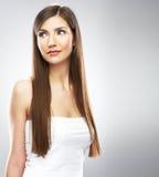 Skönhetkvinna med långt hår studio Arkivfoto