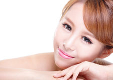 Skönhetkvinnaframsida med spegelreflexion Arkivfoton