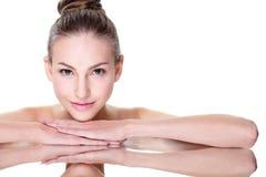 Skönhetkvinnaframsida med spegelreflexion Fotografering för Bildbyråer