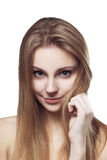 Skönhetkvinnastående av härligt gladlynt le för ung flicka Royaltyfri Bild