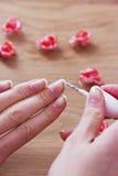 Skönhetmanicure och avslappnande wellness för brunnsort Arkivbild