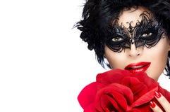 Skönhetmodekvinna med den eleganta maskeringen kanter manicure red fotografering för bildbyråer