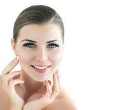 Skönhetmodell med perfekt ny hud och långa ögonfrans Arkivbilder