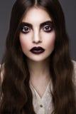 Skönhetmodemodell Girl med mörkt smink Arkivbild