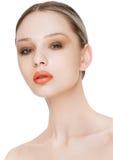 Skönhetmodemodell med naturlig makeuphudomsorg Arkivbild