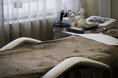 skönhetmottagningsrum med hjälpmedel i en skönhetsalong royaltyfri fotografi