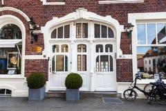 Skönhetsalong i en historisk byggnad i den gamla staden av Valkenburg aan de Geul, Nederländerna Arkivfoton