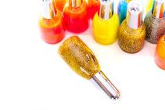 Skönhetskönhetsmedel Guld blänker spikar fernissa eller polermedel Royaltyfri Foto