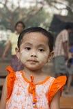 SKÖNHETSMEDEL FÖR ASIEN MYANMAR BAGAN FOLKFRAMSIDA THAMAKA Royaltyfri Foto