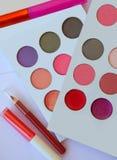 Skönhetsmedel för maskering för ögonfrans för ögonskuggaläppstiftpenna royaltyfri foto