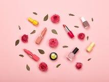 Skönhetsmedel och tillbehör för ` s för trendiga kvinnor arkivfoto
