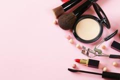 Skönhetsmedeluppsättning för smink Arkivbild