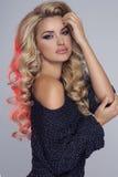 Skönhetstående av den blonda kvinnan arkivfoton