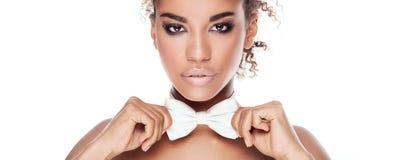 Skönhetstående av den eleganta afrikansk amerikankvinnan Arkivbilder
