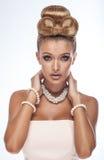 Skönhetstående av den eleganta blonda kvinnan Arkivfoto