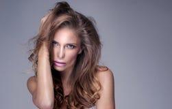 Skönhetstående av den sinnliga kvinnan Fotografering för Bildbyråer
