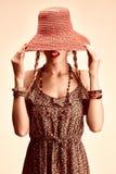 Skönhetstående av den slanka modellkvinnan för skämtsam boho Arkivfoto