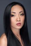 Skönhetstående av den stiliga asiatiska modellen Arkivbild