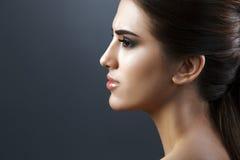 Skönhetstående av den unga nya modekvinnan Royaltyfria Foton