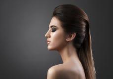 Skönhetstående av den unga nya modekvinnan Royaltyfri Fotografi