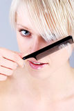 Skönhetstående av en blond kvinna Arkivbild