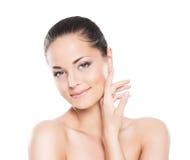 Skönhetstående av en ung och attraktiv kvinna i makeup arkivbilder
