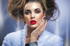 skönhetståendekvinna arkivfoton