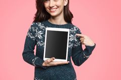 Skördkvinna som annonserar den moderna minnestavlan arkivbild