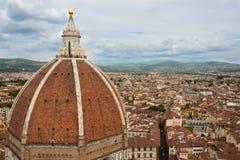 Skördsikt av kyrkan för Duomobasilikadomkyrka, Firenze, sikt från Arkivbild