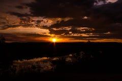 sköt av en härlig solnedgång i den australiska vildmarken med sjöar 1, den Nitmiluk nationalparken, Australien arkivbilder