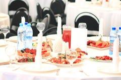 Sköta om set service för tabell med silverwaren Royaltyfri Fotografi