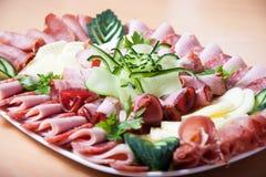 Sköta om smörgåsen för kallt kött arkivfoto