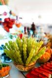Sköta om tabellen med den olika sorten av frukter royaltyfri fotografi